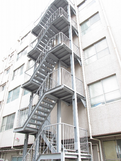 「急な外階段 アパート」の画像検索結果